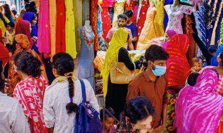 ঈদ উপলক্ষে শিথিল করা হয়েছে লকডাউন, জমজমাট ঈদ বাজার